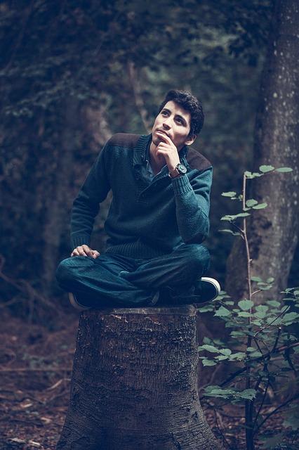 Медитация начинается с глубокого дыхания и удобной позы фото