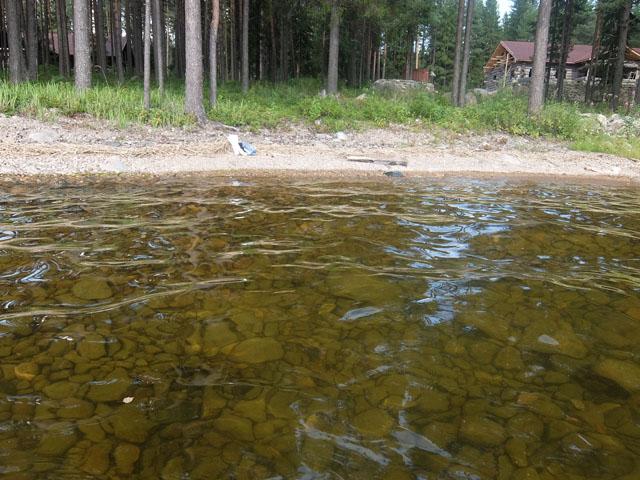 Вода в Онежском озере удивительно прозрачная и теплая фото