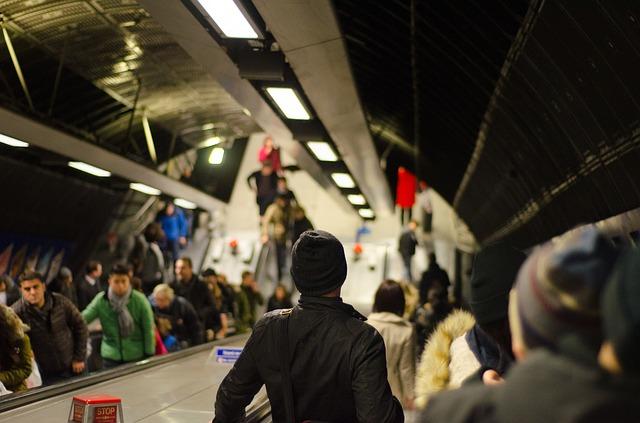 Жизнь и время в метро фото